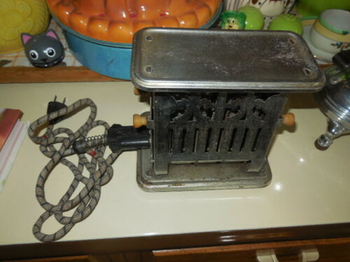 Antique Universal Landers, Frary, & Clark Flip Side Toaster No. E 7812 & Cord