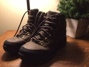 REDUCED - AMAZING DEAL on Wind River,  Near-New Winter Boots