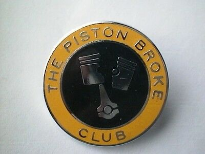 MOTORCYCLE PIN BADGE 'PISTON BROKE CLUB' MOTORBIKE LAPEL BADGE - BG92