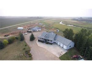 RANCH STYLE ACREAGE MINUTES FROM AIRDRIE