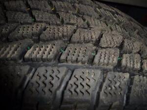 4 pneus d'hiver 215/65/16 Toyo Observe GO2plus