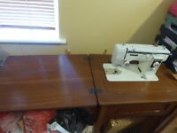 Novum sewing machine in table