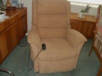 Electric riser chair with dual motor