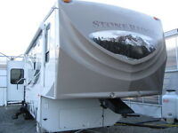 39' Fifth Wheel Trailer Suitable for All Seasons