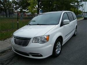 2011 Chrysler Town & Country Touring. LECTEUR DVD