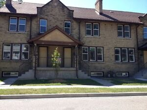 Windsor, 3 Bed Townhouse, Recent Reno, Dishwasher Wash/Dyer