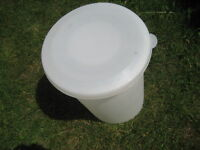 plastic container. Food grade. 30L capacity . For wine making. I