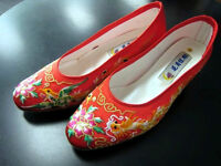 * *  Embroider Chinese Shoes * *