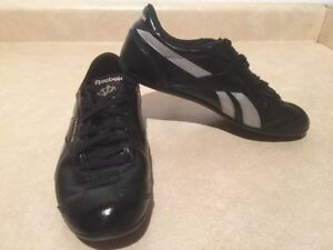Women's Reebok Classic Leather Shoes Size 7 London Ontario image 3