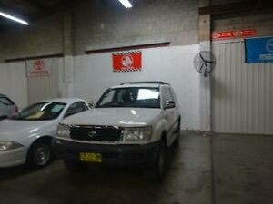 1998 Toyota Landcruiser FZJ105R (4x4) White 5 Speed Manual 4x4 Wagon Warwick Farm Liverpool Area Preview