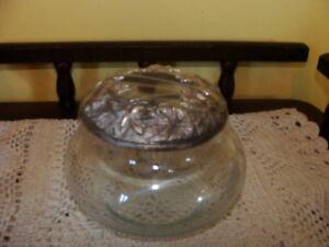 Très beau pot en verre, couvercle en étain