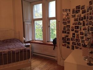 1 Bedroom Available in 3 Bedroom Apartment - Place des Arts