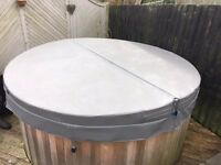 """Fully insulated hot tub cover. Mint condition. 84"""" diameter. 4"""" thick."""