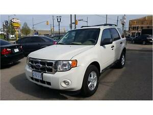 2010 Ford Escape XLT    LEATHER   V6   PEARL  