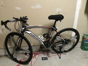 Brand New Pro Road Bike + Shimano 21 speed/Disc brakes/and more