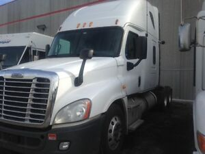 2013 Freightliner Cascadia 72 double bunk automatic
