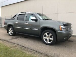 2011 Chevrolet Avalanche LTZ 4WD |DVD ENTERTAINMENT SYSTEM | REA