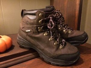 Nearly-New Mens' Size 8 Quality Leather  Winter Boots!