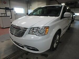2016 Chrysler Town & Country Touring *Nav/DVD/Ltr