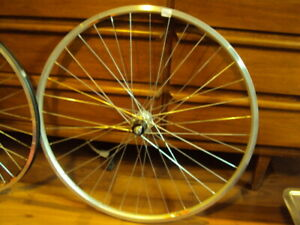 Bicycle rear wheel 700c 7/8 speed hub bolt on with option
