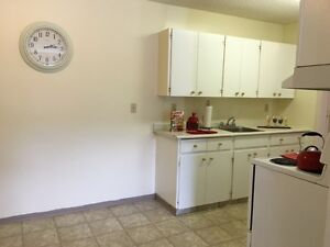 Spacious 2 bedroom Apartment available! Call (306)314-0214