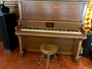 Piano antique en bois
