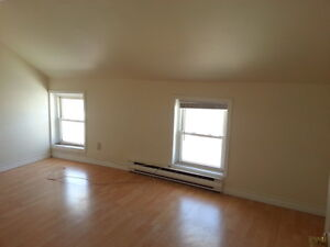 LOVELY 2 BEDROOM APARTMENT CLOSE TO DOWNTOWN - 305 Montreal St Kingston Kingston Area image 6