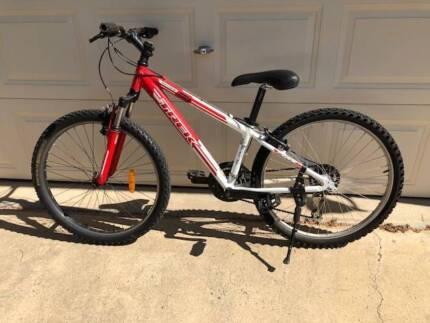 Trek 3700 Boys Mountain Bike