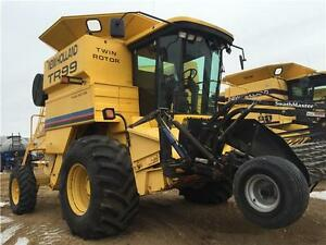 2001 New Holland TR99 Combine + 1998 MACDON 30' HEADER