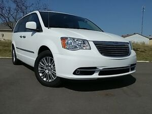 2016 Chrysler Town & Country Touring-L | SUNROOF | DVD | LEATHER