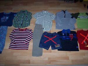 Superbe lot de vêtements pour garçon grandeurs 4-5 ans