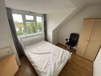 KT5* Students Welcome* Five Double Bedroom Flat*Opposite Berrylands Station*