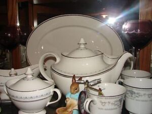 ROYAL DOULTON SETTING FOR EIGHT
