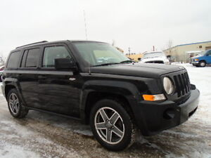 2009 JEEP PATRIOT NORTH SPORT-4X4----5 SPEED--EXCELLENT SHAPE