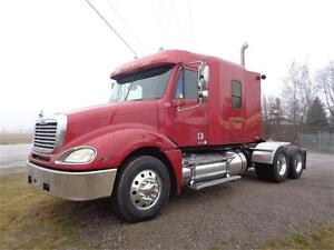 2005 FREIGHTLINER COLUMBIA, 4 WAY LOCKERS,  LOW MILES & CLEAN