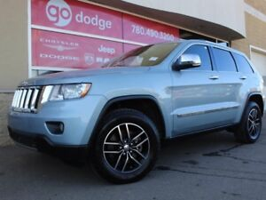 2013 Jeep Grand Cherokee Overland / Panoramic Sunroof / Back Up