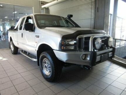 2004 Ford F250 RN XLT (4x4) Silver 4 Speed Automatic