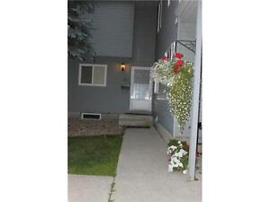 3 Bedroom Town house $1250 available June 1