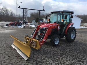2017 Massey Ferguson 1736 36hp Cab Tractor with Loader