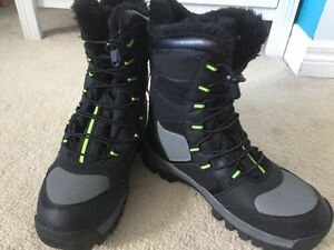 BRAND NEW!! Never worn! WINTER BOOTS size 8