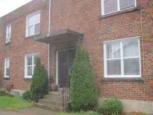 2 bedromm apartment for rent in Welland available November 1