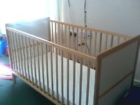 Child cot/bed with mamma and papa mattress in great condition