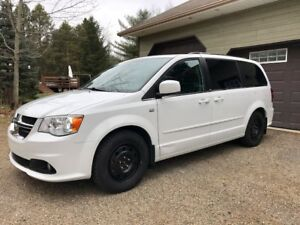 2014 Dodge Grand Caravan 30th Anniversary Minivan, Van