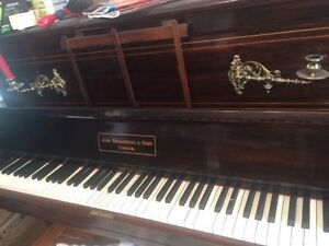 FREE ANTIQUE PIANO. WORKS GREAT