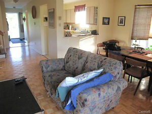 LOVELY 3 LEVEL TOWNHOUSE  ON CORNER LOT WITH GARAGE West Island Greater Montréal image 3