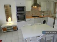 1 bedroom flat in Rutherford Court, Colliers Wood, SW19 (1 bed)