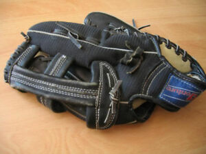 LEFTHANDER'S BLACK LEATHER BASEBALL GLOVE (ADULT)-VERY GOOD  CDN