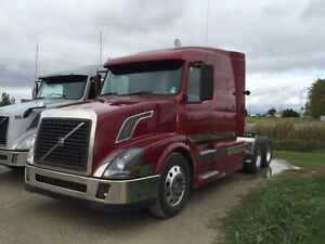 2004 Volvo VNL Highway Tractor for Sale