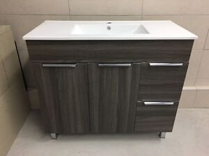 Bathroom vanity and ceramic sink new excellent condition