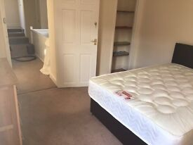 1double bedroom available in Highworth, with parking, bills included